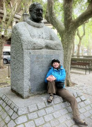 Hemingway statue low-res 225