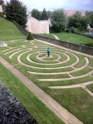 outdoor labyrinth low-res Chartres 062